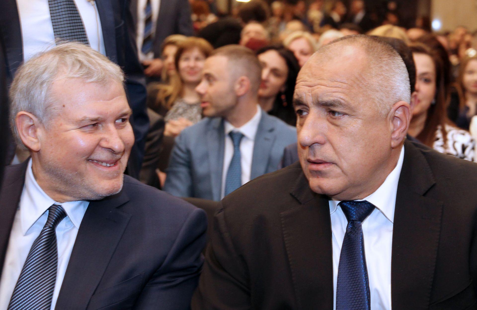 Лидерът на СДС Румен Христов седна до премиера Бойко Борисов