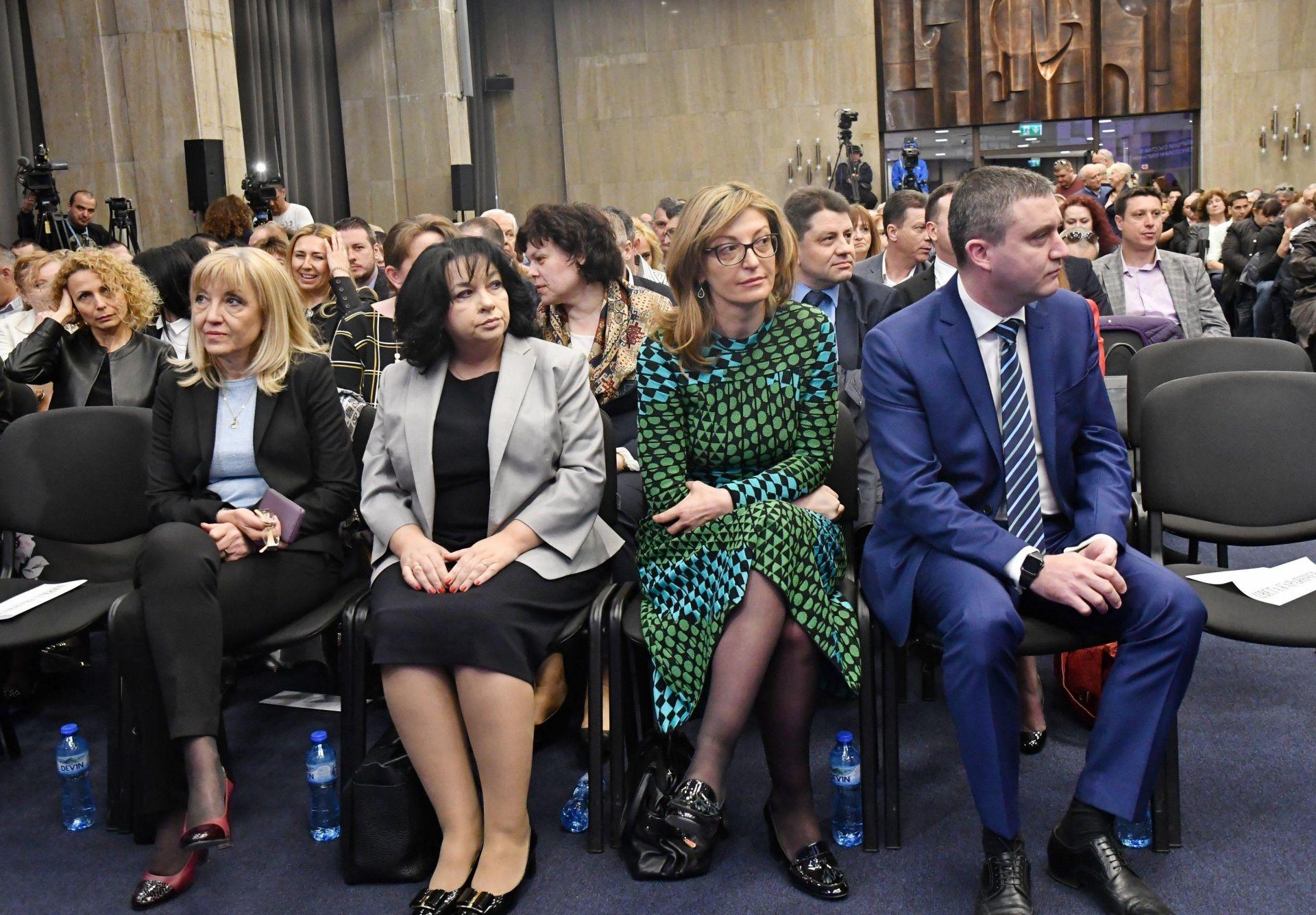 Министрите Петя Аврамова, Теменужка Петкова, Екатерина Захариева и Владислав Горанов