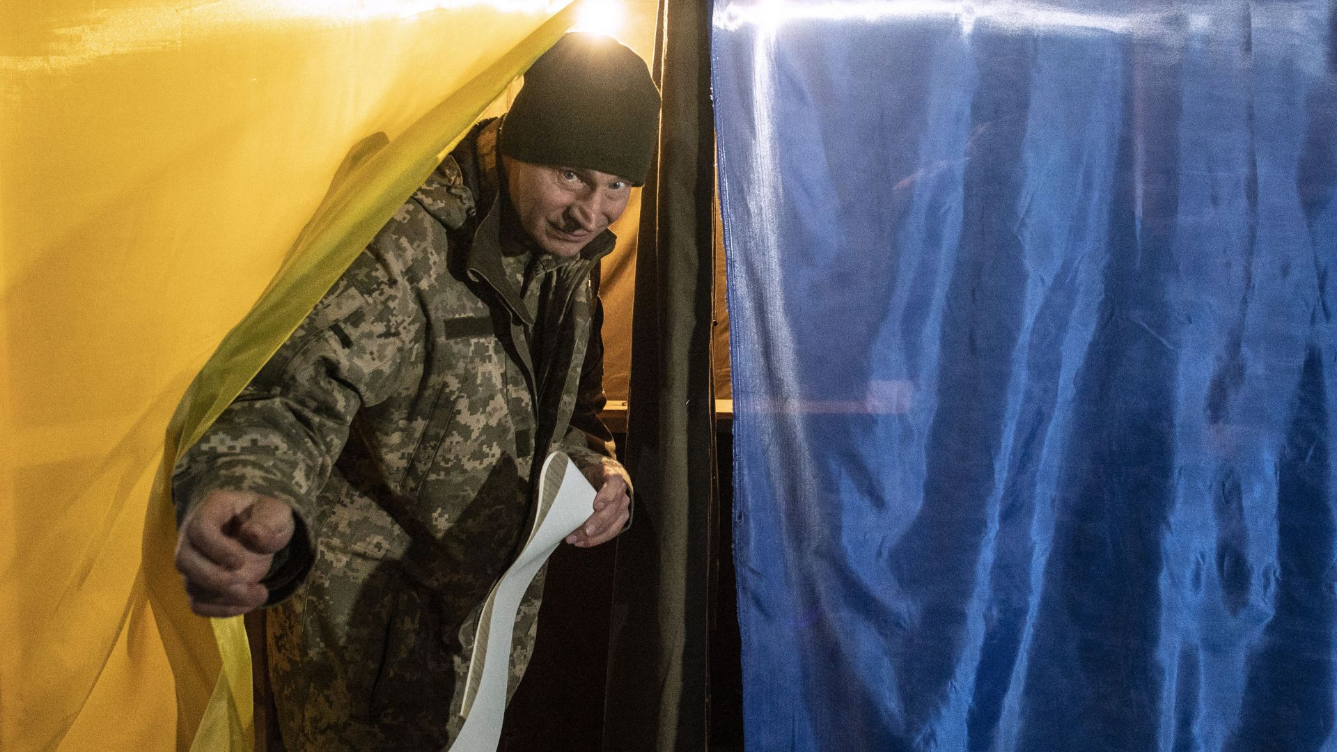 Актьор комик и настоящ президент на балотаж на президентски избори в Украйна