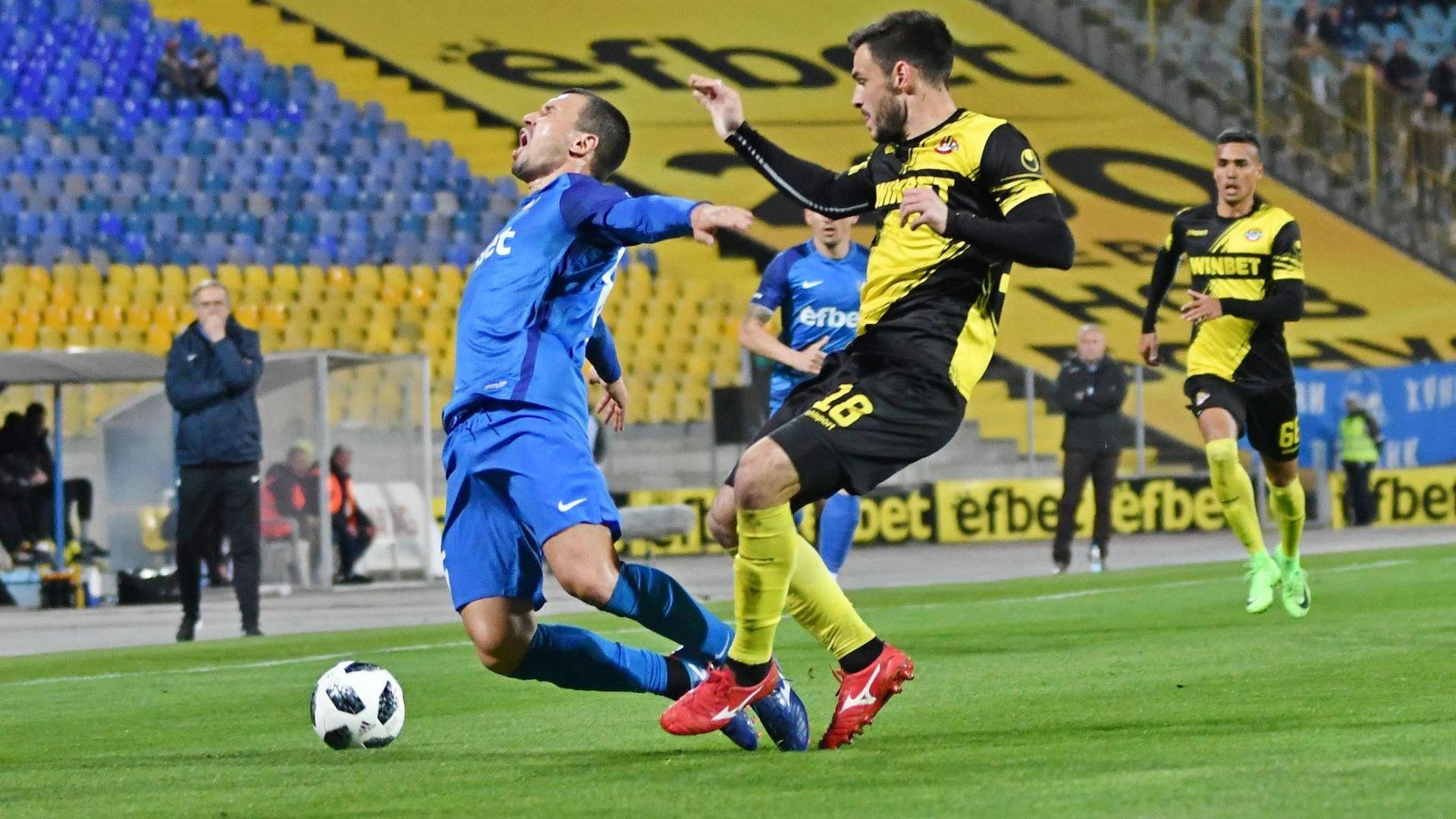 """Левски загуби пътя и две точки срещу 10 смели """"канарчета"""""""