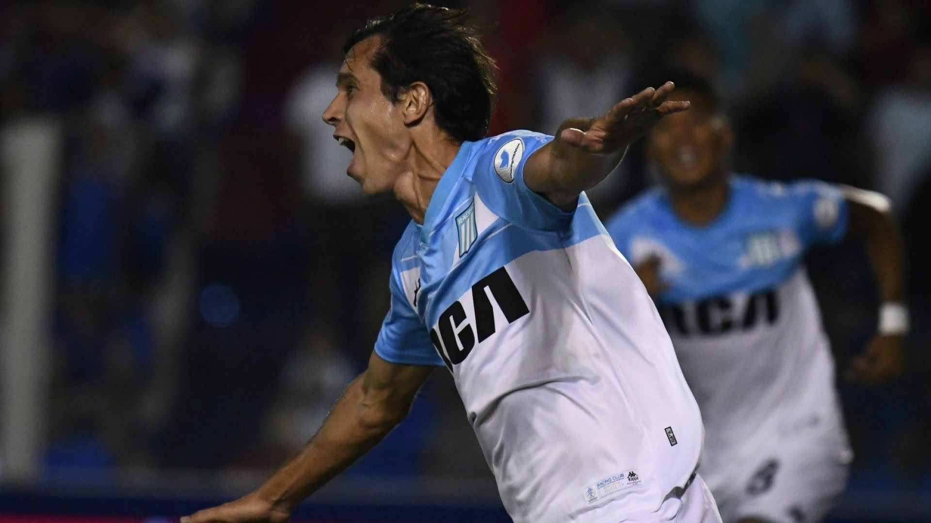 Куриозен гол реши титлата в Аржентина, луди празненства в Буенос Айрес