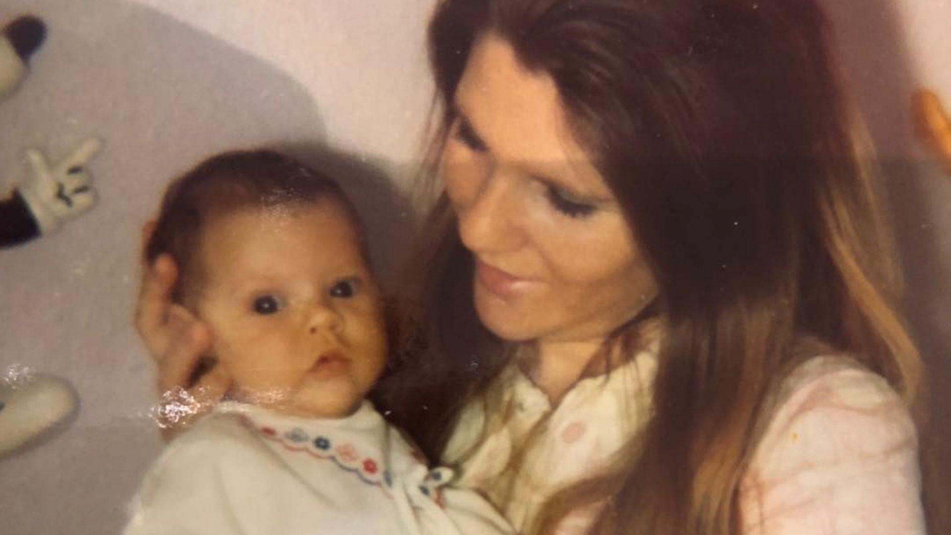Виктория Бекъм с ретро кадър по случай Деня на майката