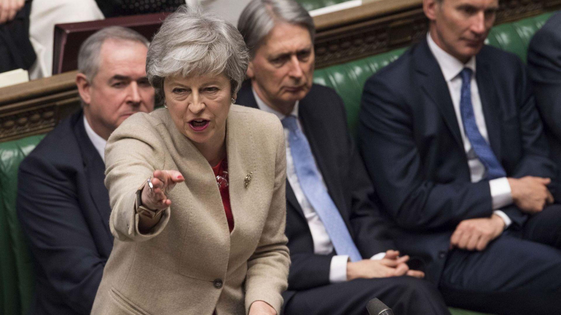 Парламентът забрани Брекзит без сделка и принуди Мей да иска от ЕС нова отсрочка