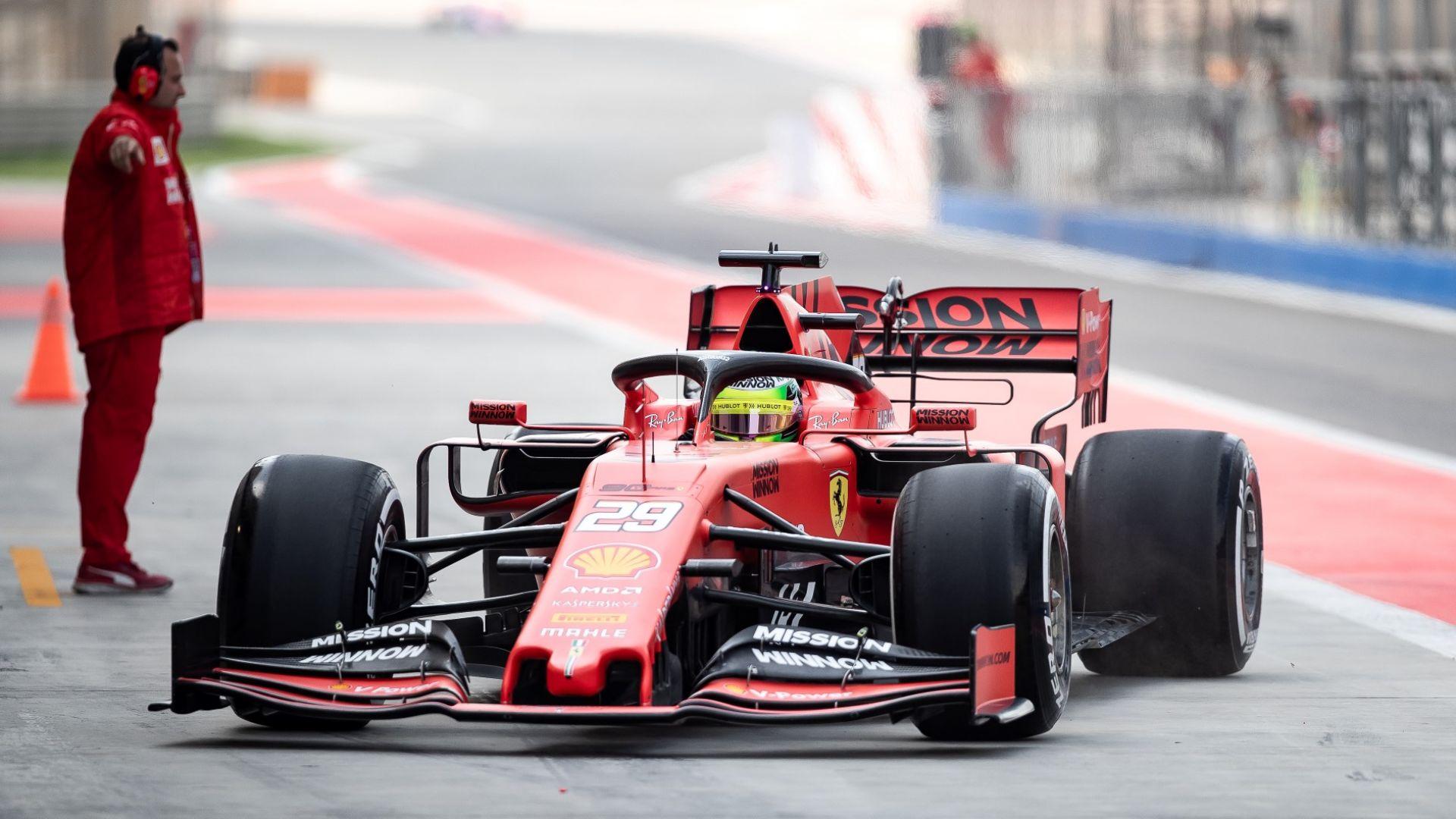 Отново Шумахер зад волана на червеното Ферари