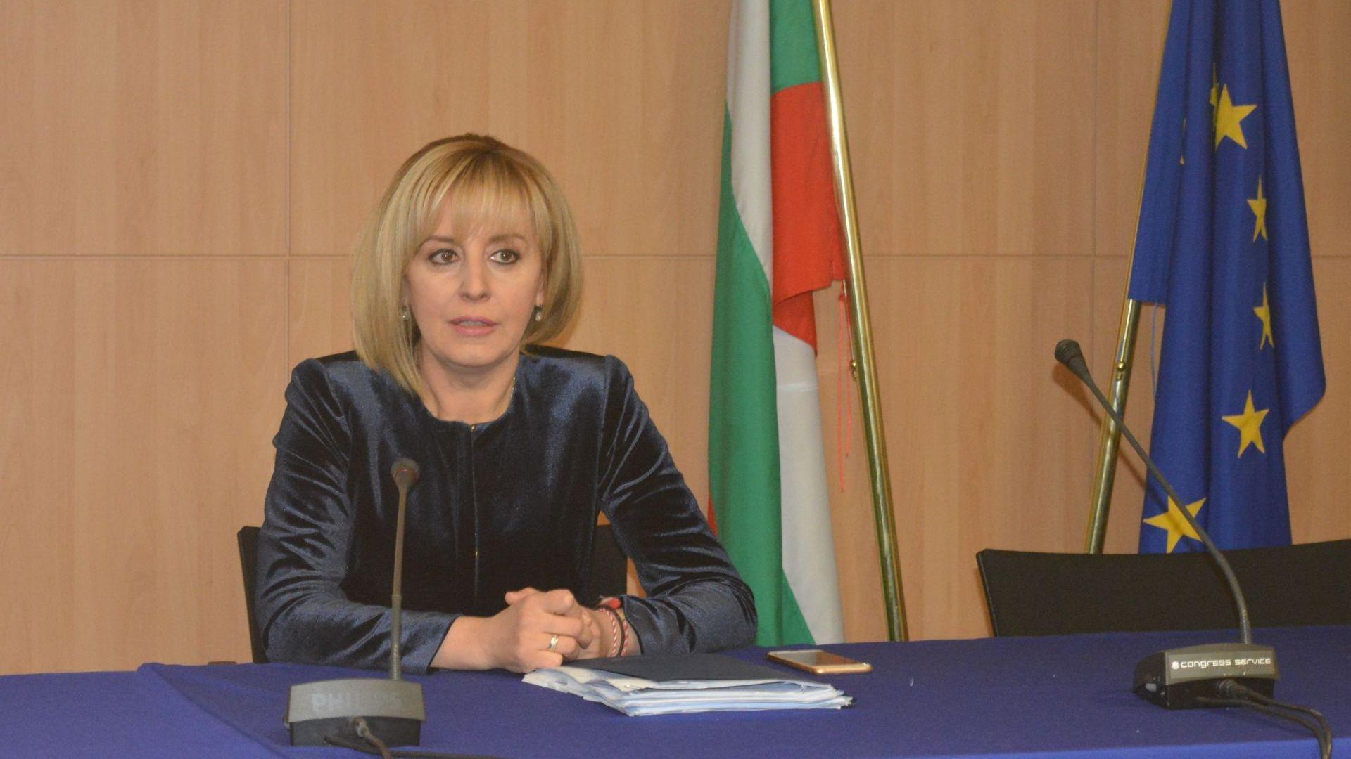 Манолова иска от Борисов и депутатите понижение на наказателната лихва