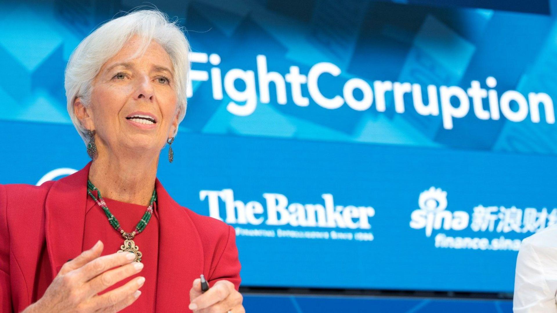 Световната икономика губи темпо, обяви МВФ