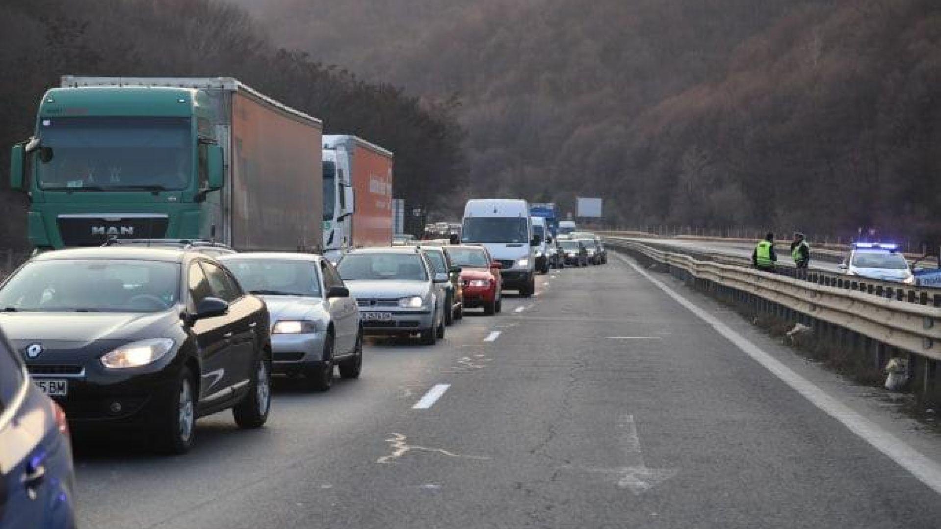 """Кола се запали в тунел """"Витиня"""", 7 линейки на мястото на инцидента"""