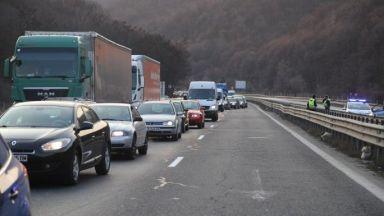 """Кола с газова уредба се запали в тунел """"Витиня"""", има пострадал"""