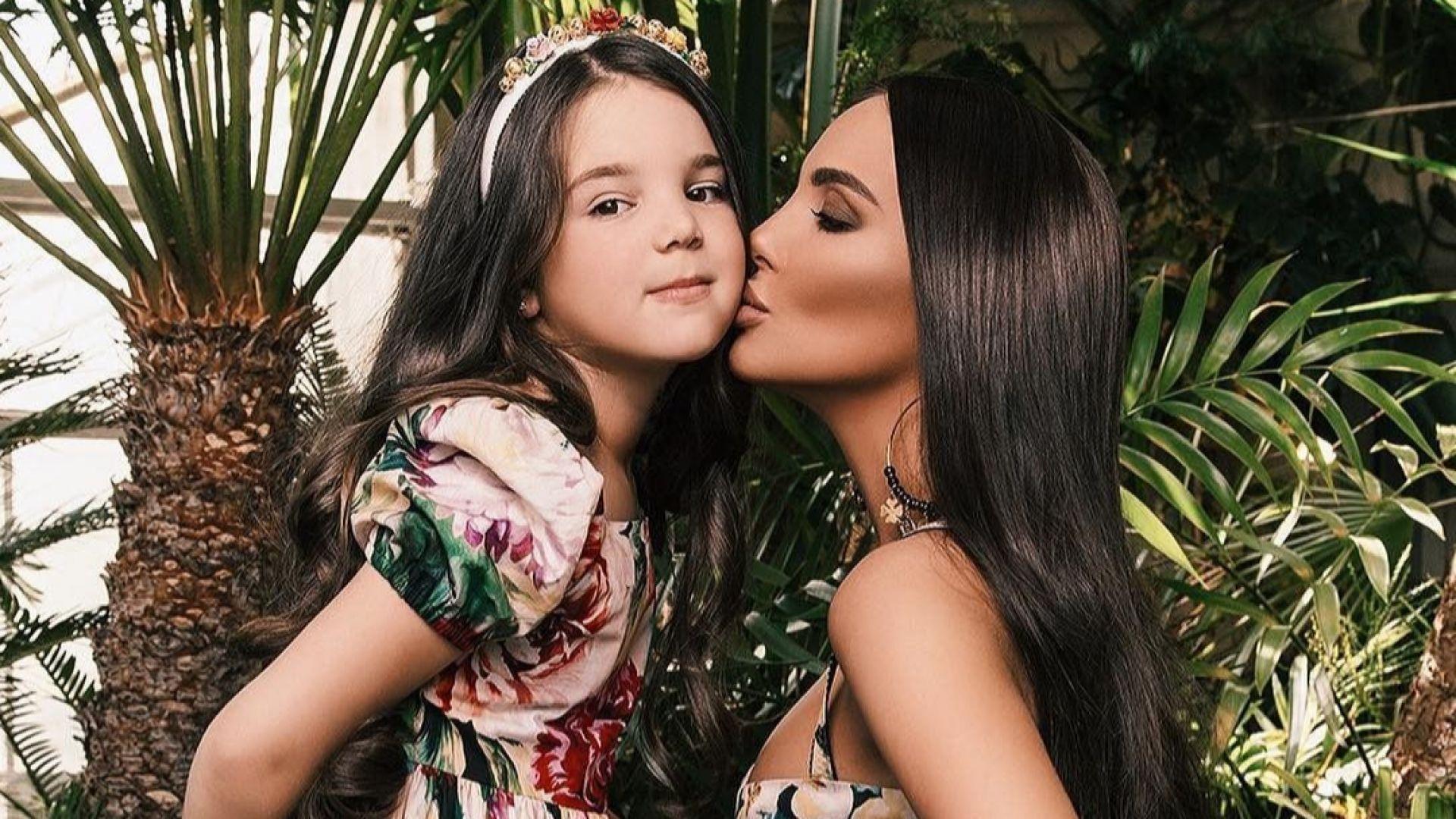 Николета и Никол с еднакви рокли на пищното парти за 7-ия рожден ден