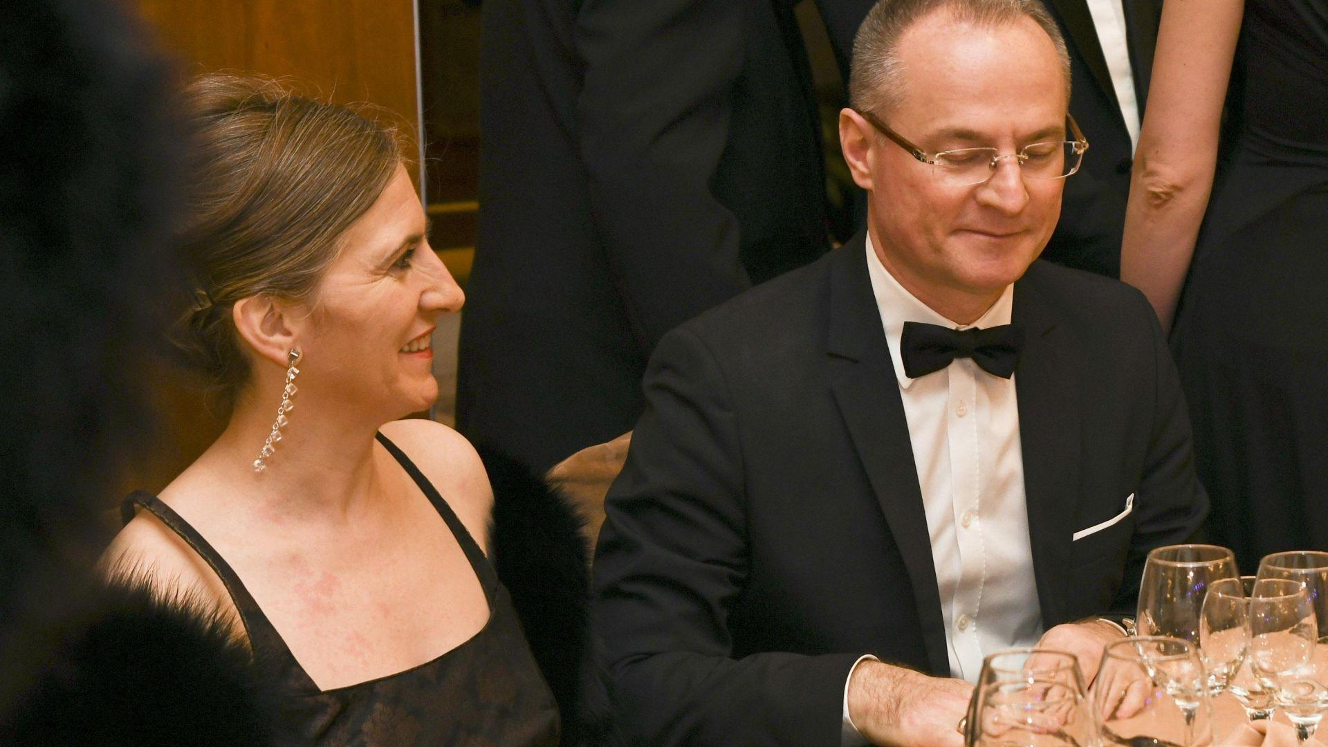 Съпругата на Лозан Панов отмени пресконференцията за евтиното си жилище