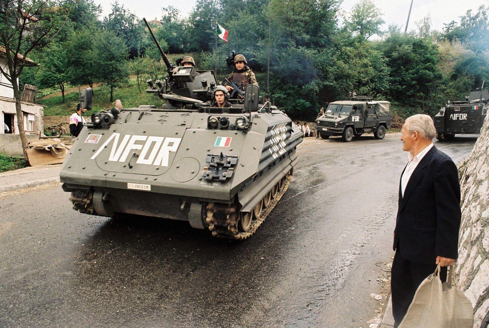 """Танкове на НАТО на мисия за """"управление на криза"""""""