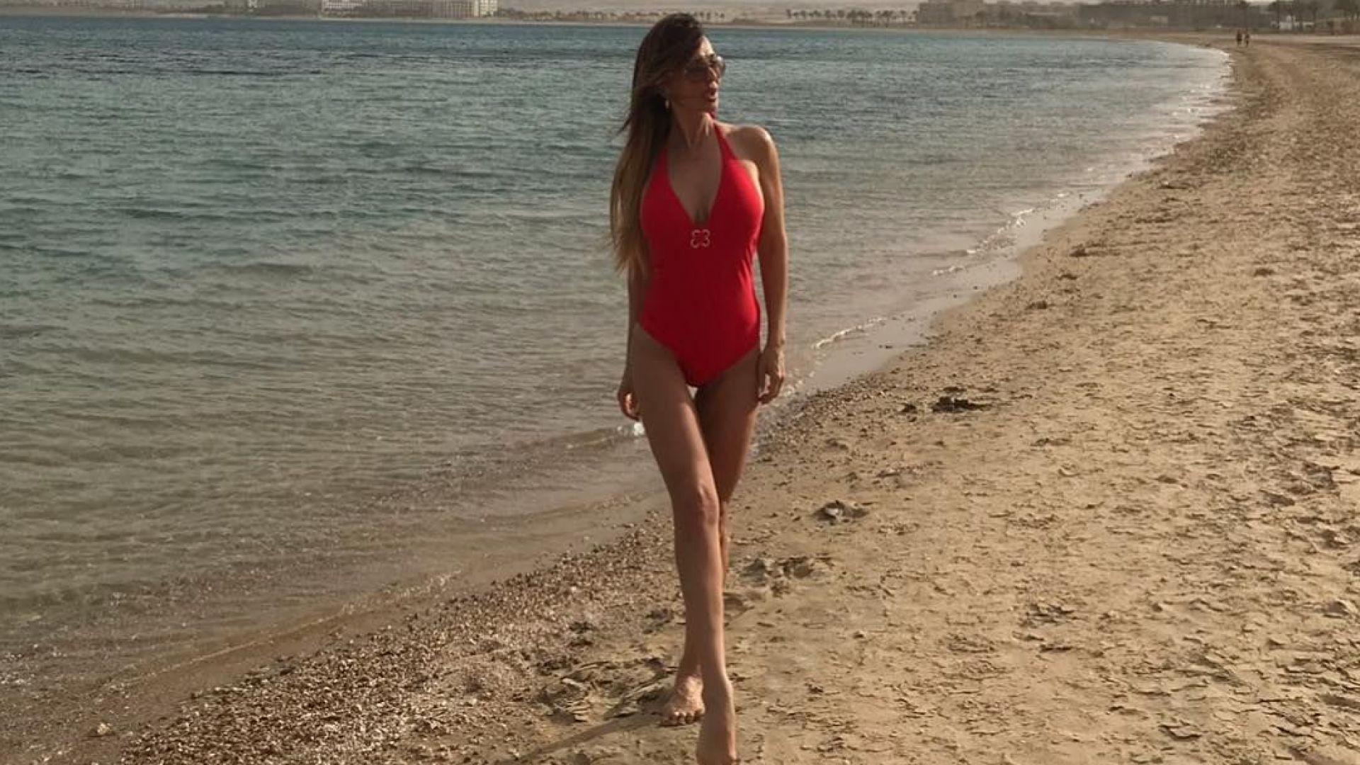 Глория по бански на Червено море