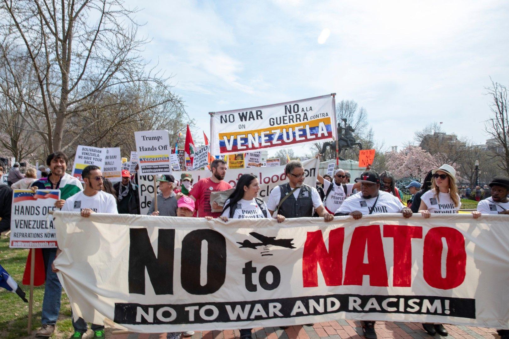 Антинатовски протест преди срещата във Вашингтон на външните министри на страните от алианса
