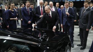 Путин и германският министър на икономиката откриха първия завод на Mercedes в Русия