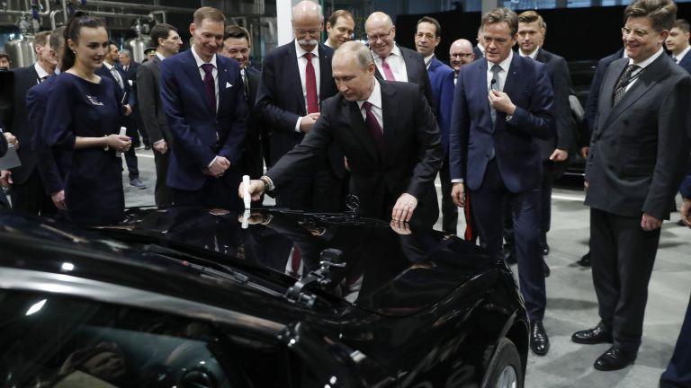 Путин и германският министър Алтмайер откриха първия завод на Mercedes в Русия