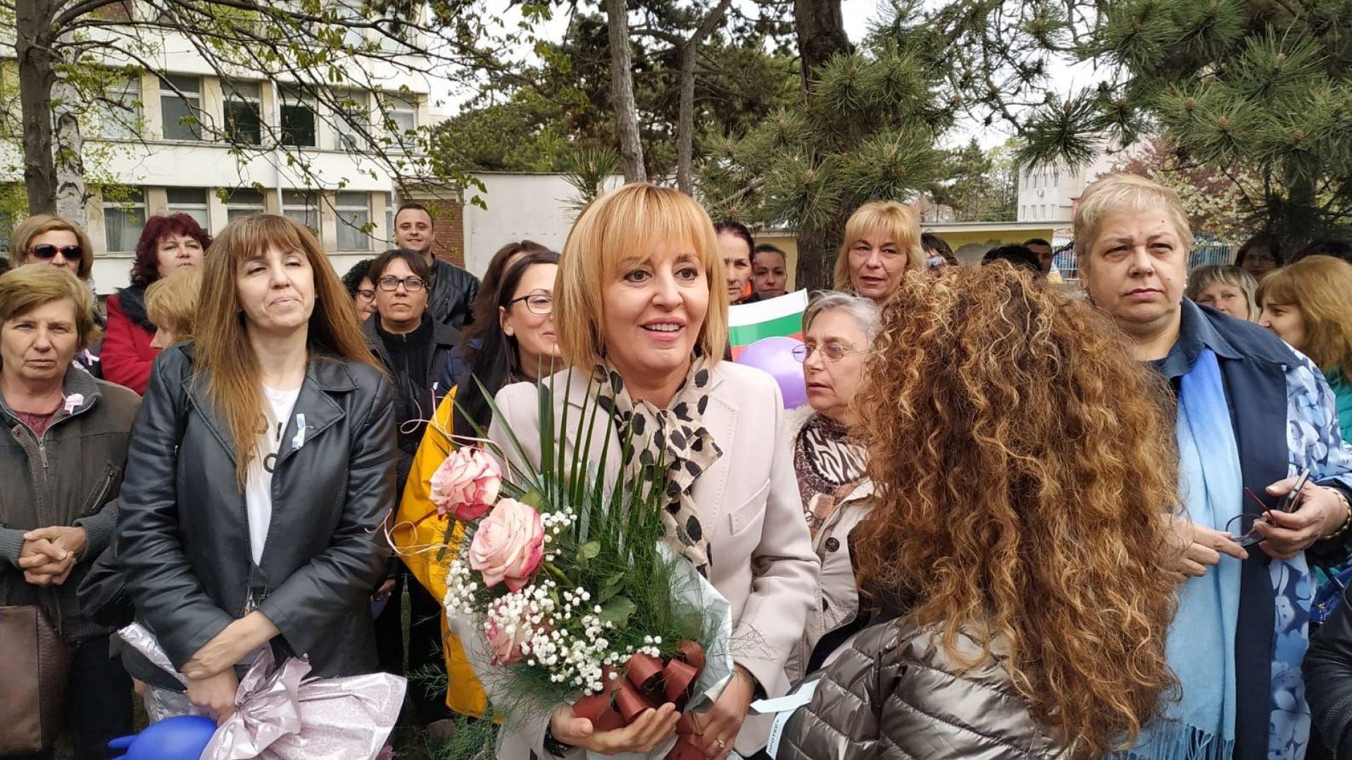 Манолова на протеста във Враца: Ще бъда навсякъде, където мачкат граждански права