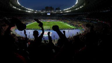Дебат за Украйна: Порошенко срещу Зеленски пред 70 000 на Олимпийския стадион в Киев
