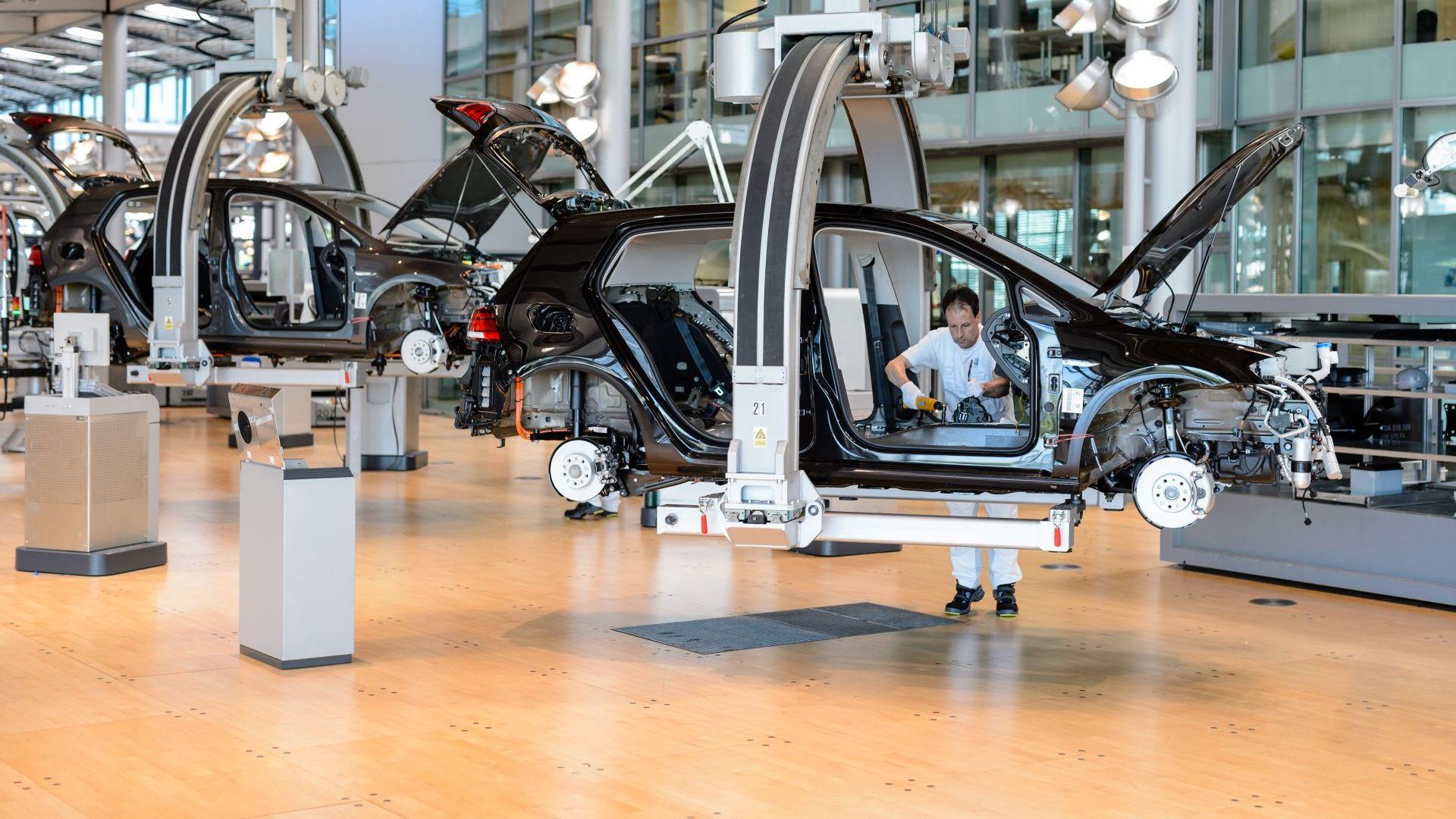 Фолксваген спира производството си в Алжир заради политическата криза