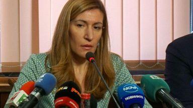 """Ангелкова: Следим фалита на """"Томас Кук"""", за да защитим българския пазар"""