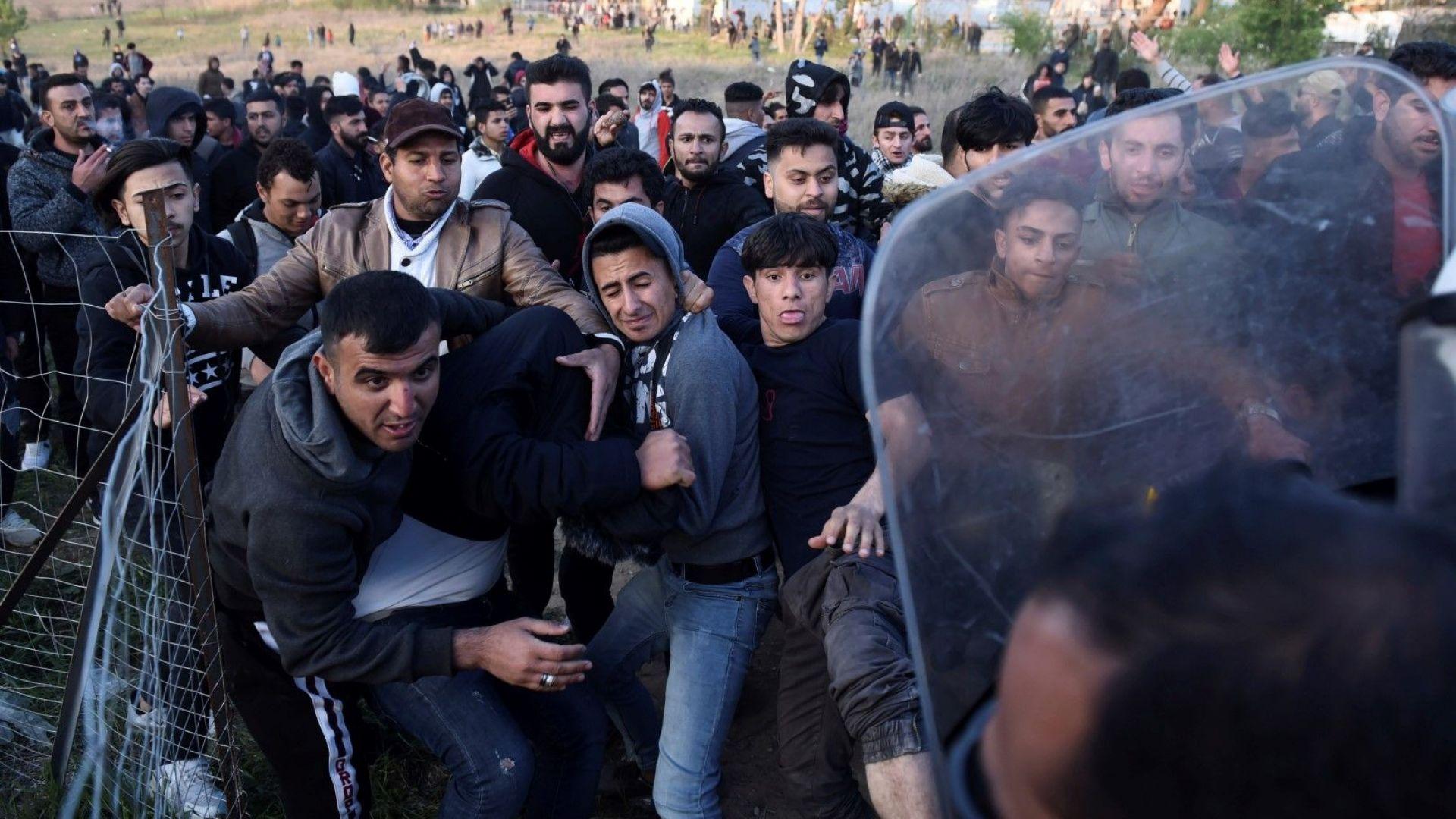 Мигранти напират откъм Гърция, границите са подсилени с патрули