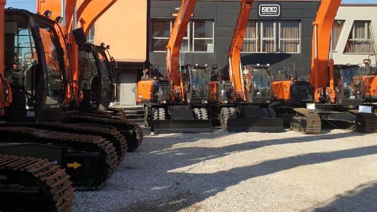 """""""Автомагистрали"""" ЕАД строи """"Хемус"""" с булдозер, който може да прегази танк"""