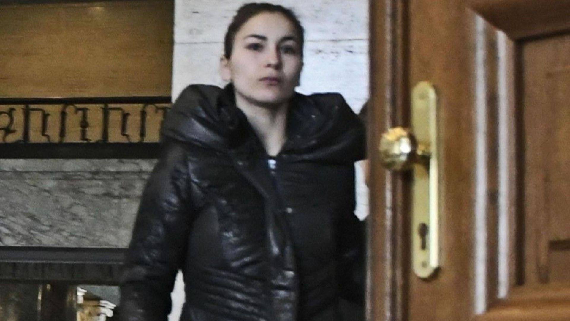 Сестрата на Пол-Боевски пред съдебната зала