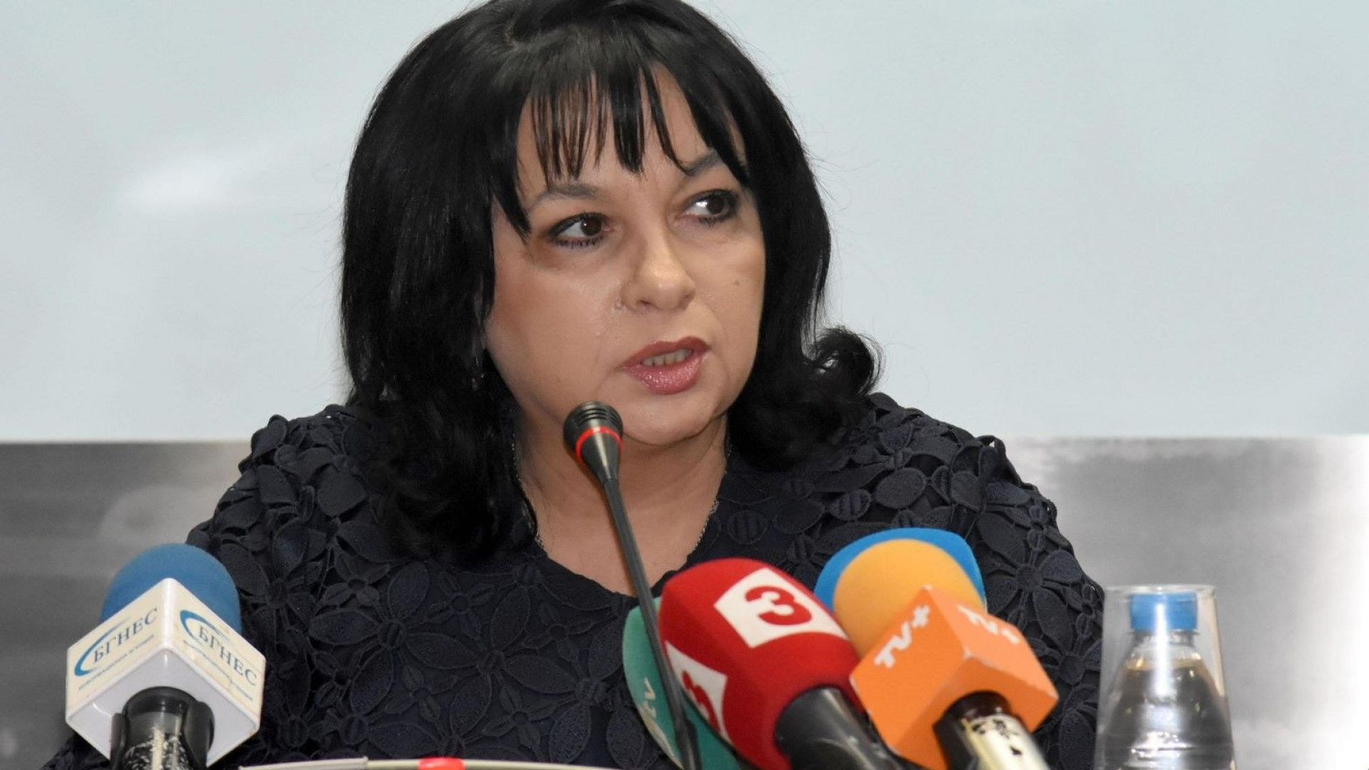 Енергийната борса работи по правилата на ЕС, заяви Теменужка Петкова след обвиненията от бизнеса към НЕК