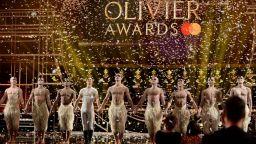 """Драмата """"Наследството"""" за хомосексуалния живот в Ню Йорк спечели 4 от призовете на театралните награди """"Лорънс Оливие"""""""