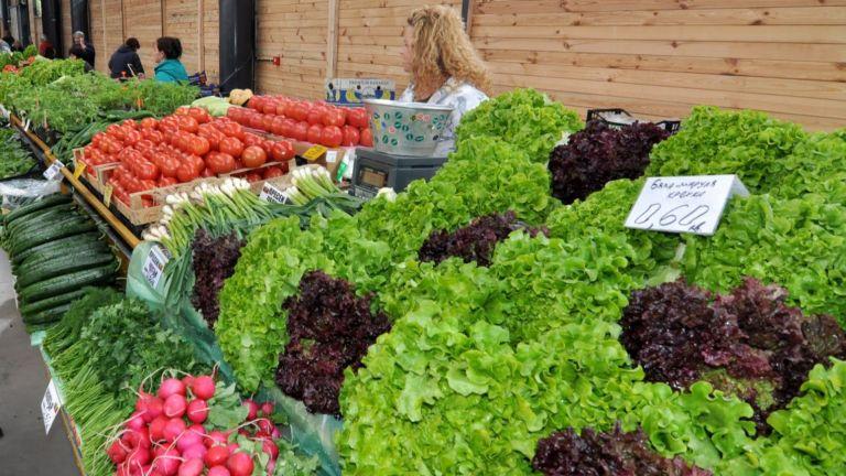 Вносните домати и краставици поевтиняват, сиренето обаче поскъпва