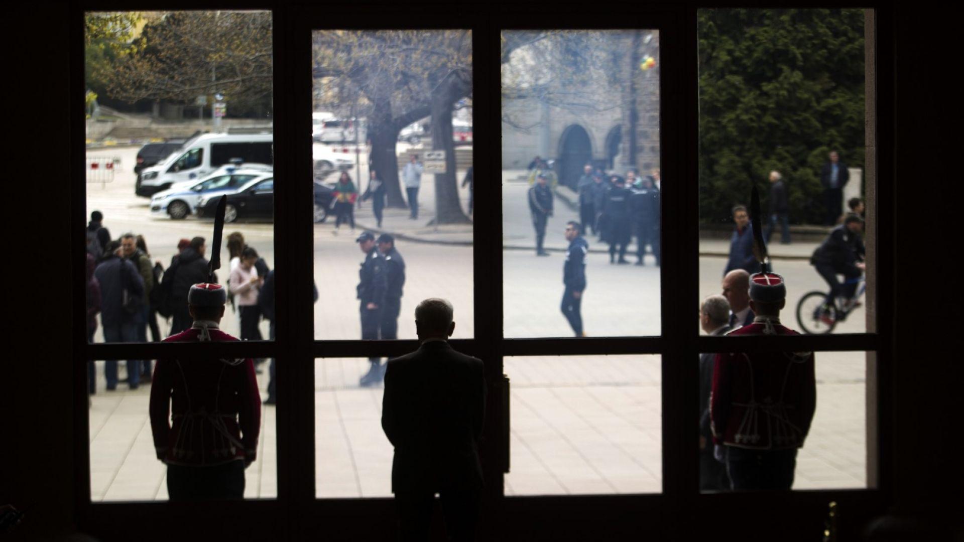 Президентът свиква съвета за национална сигурност заради кризата в Близкия изток