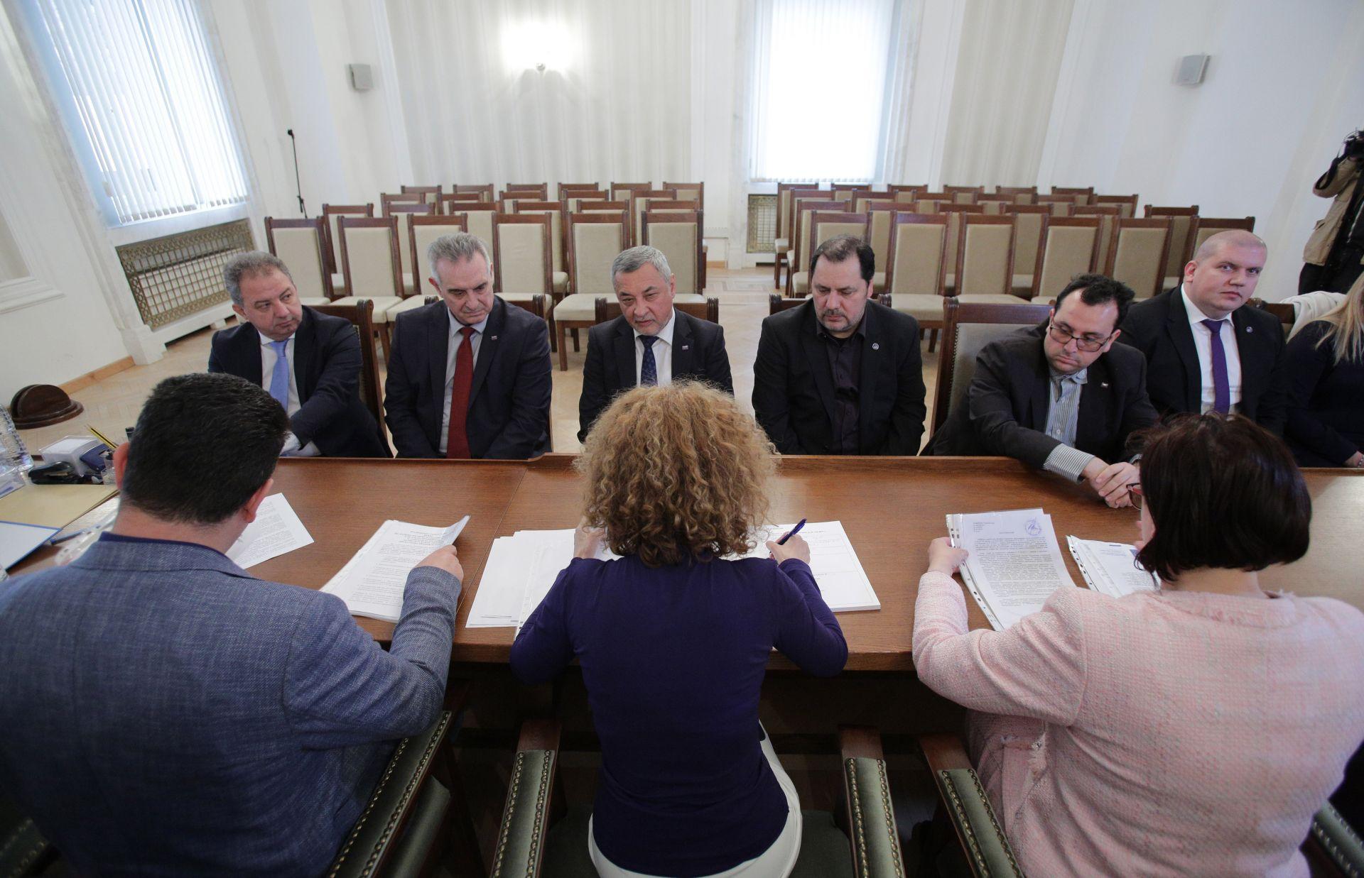 """Лидерът на НФСБ Валери Симеонов, който е водач на листата на коалиция """"Патриоти за Валери Симеонов"""" внесе в ЦИК документите за регистрация за предстоящите избори за членове на Европейския парламент"""