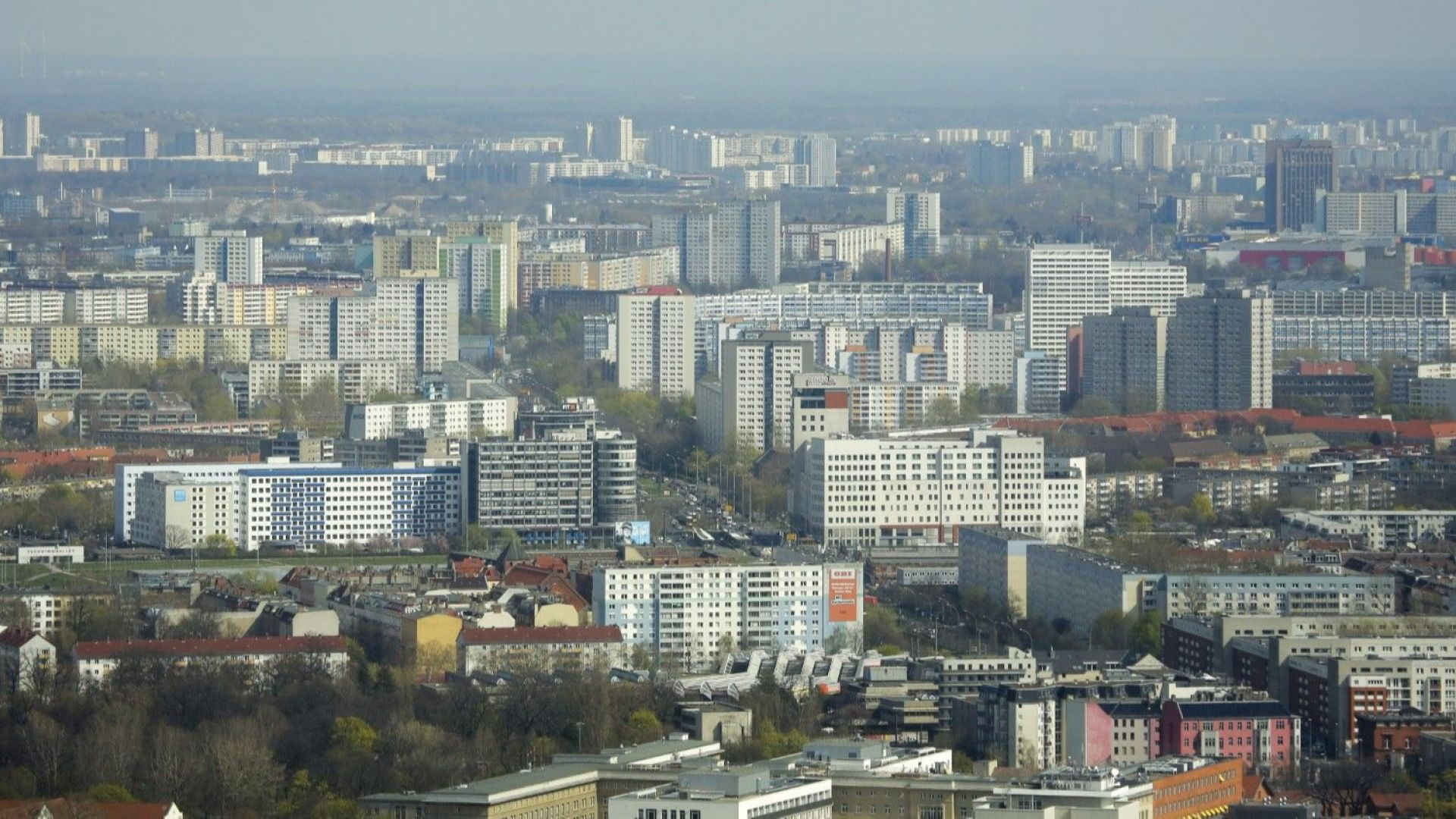 Берлин стана обект на критики заради изкупуването на 6000 жилища