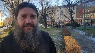 Сливенски свещеник антиваксър заведе дело за дискриминация