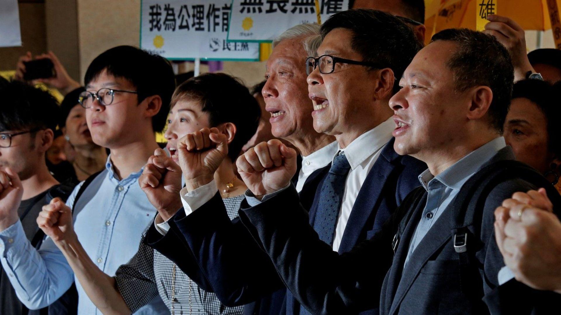 Лидерите на мирното протестно Движение на чадърите в Хонконг бяха признати за виновни