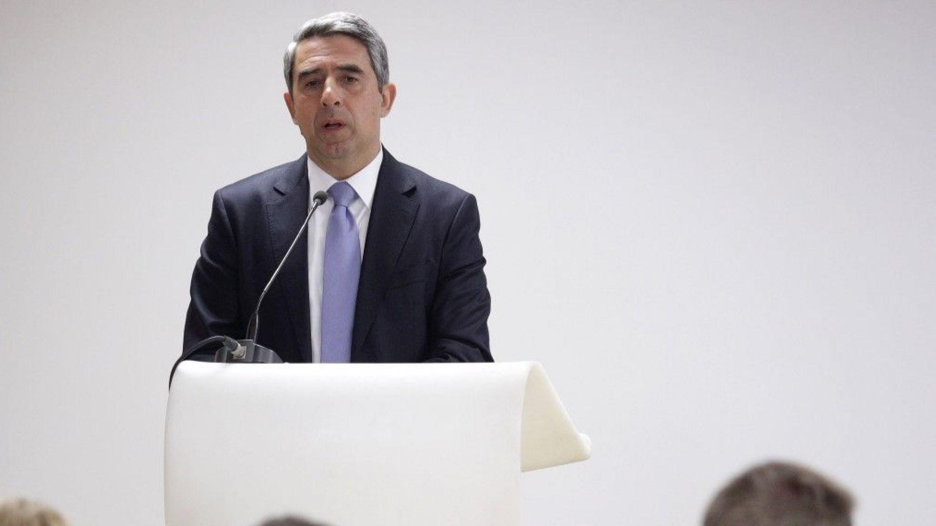 Плевнелиев: България не трябва да удря шамар на Северна Македония