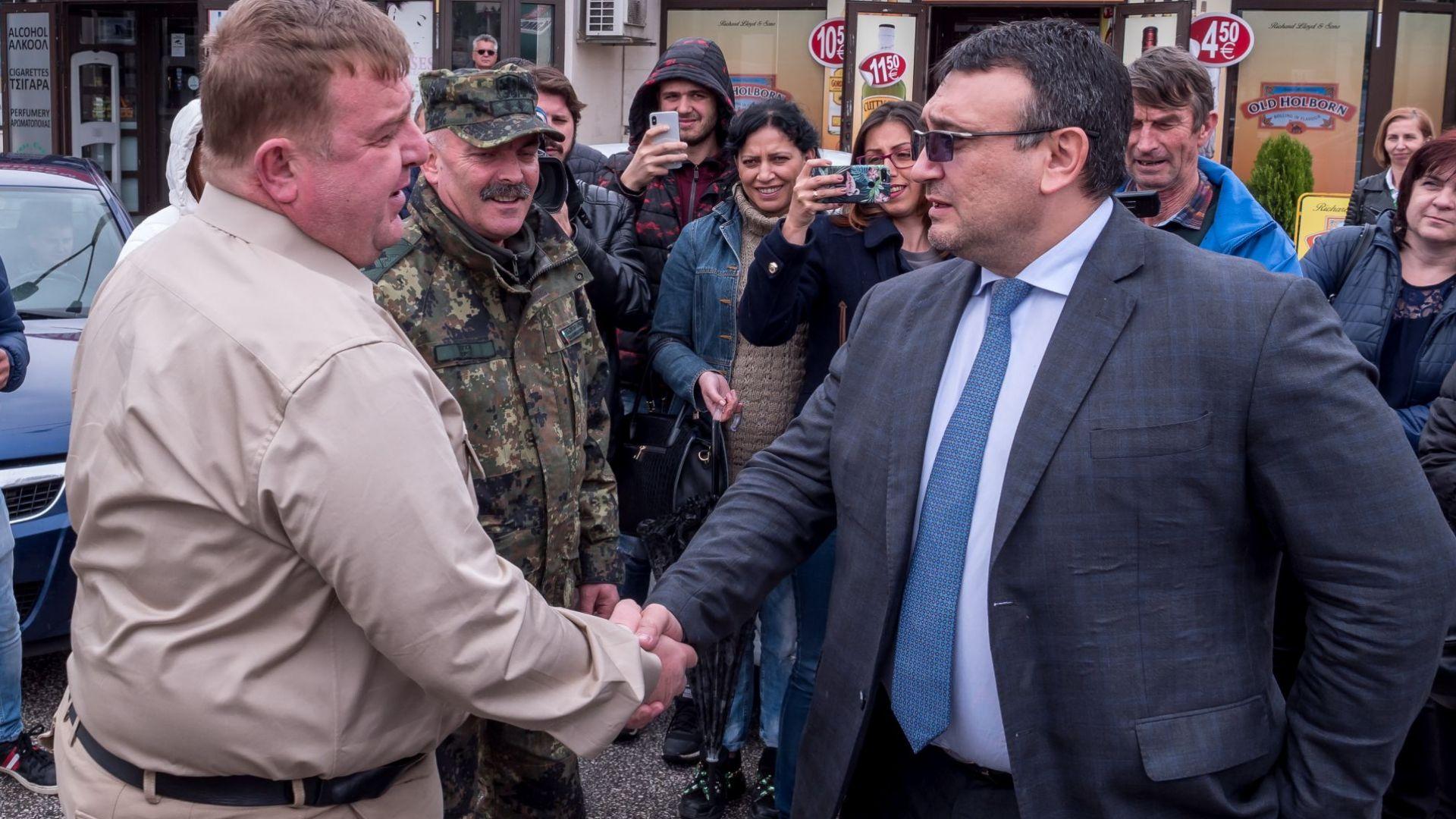 Каракачанов: Взети са необходимите мерки за предотвратяване на масово нахлуване на българска територия