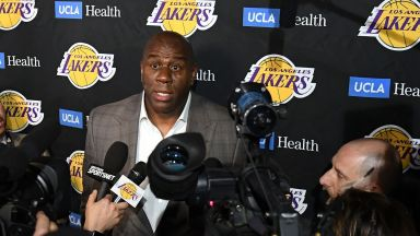 Гръм от НБА - големият Меджик Джонсън напусна със сълзи в очите