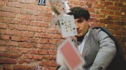 Петър Дочев на покер с театъра