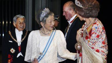 Император Акихито и императрица Мичико празнуват 60-годишнина от сватбата