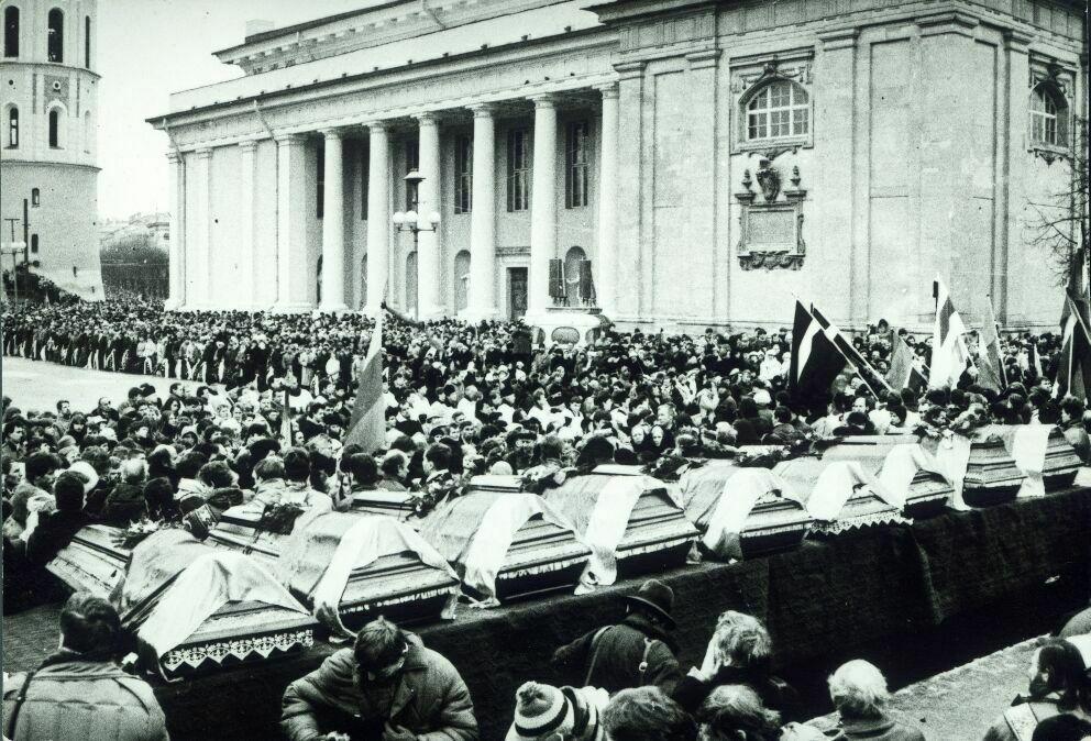 Погребението на жертвите