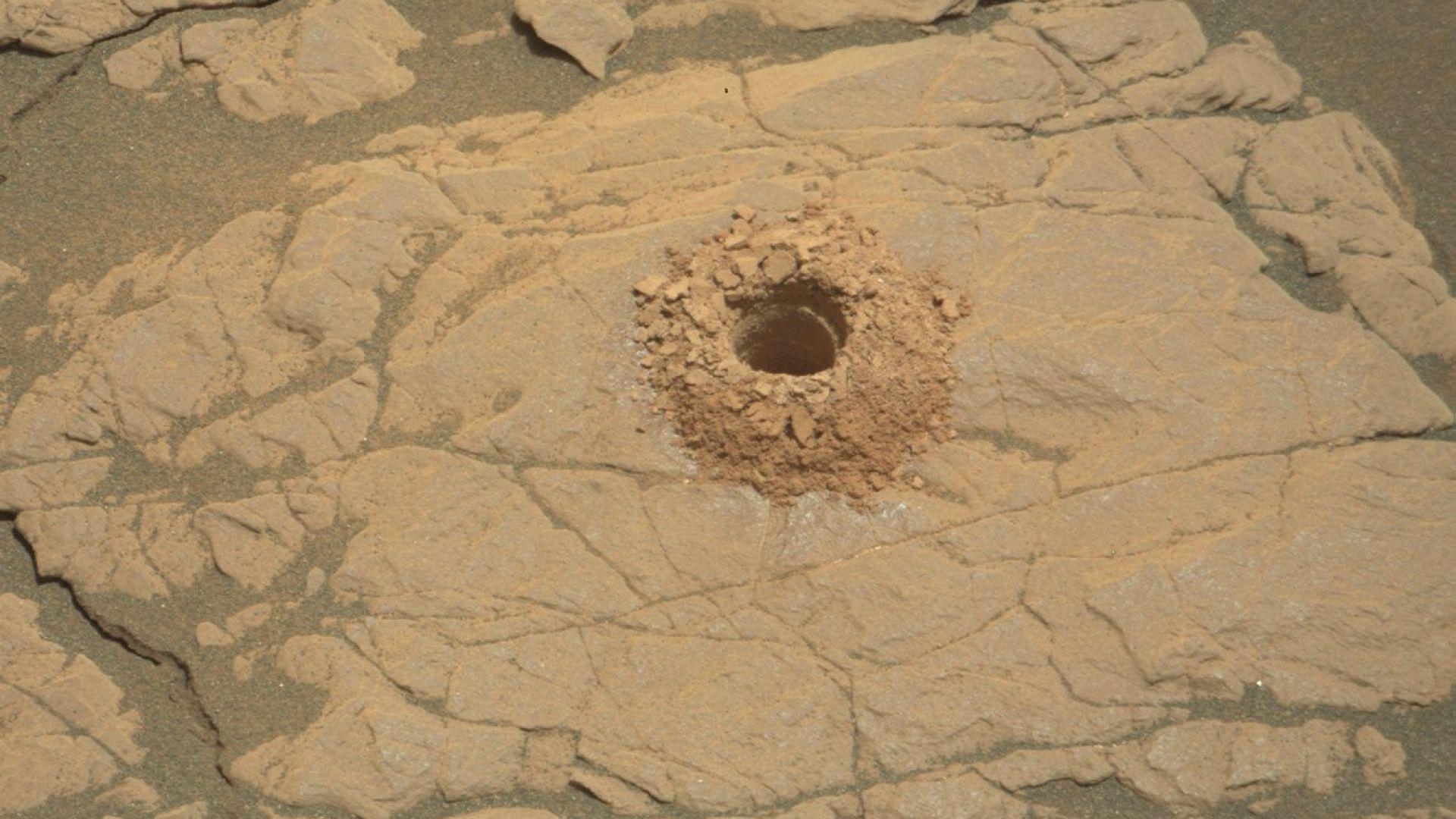 """Кюриосити"" проби дупка в ""марсианска глина"""