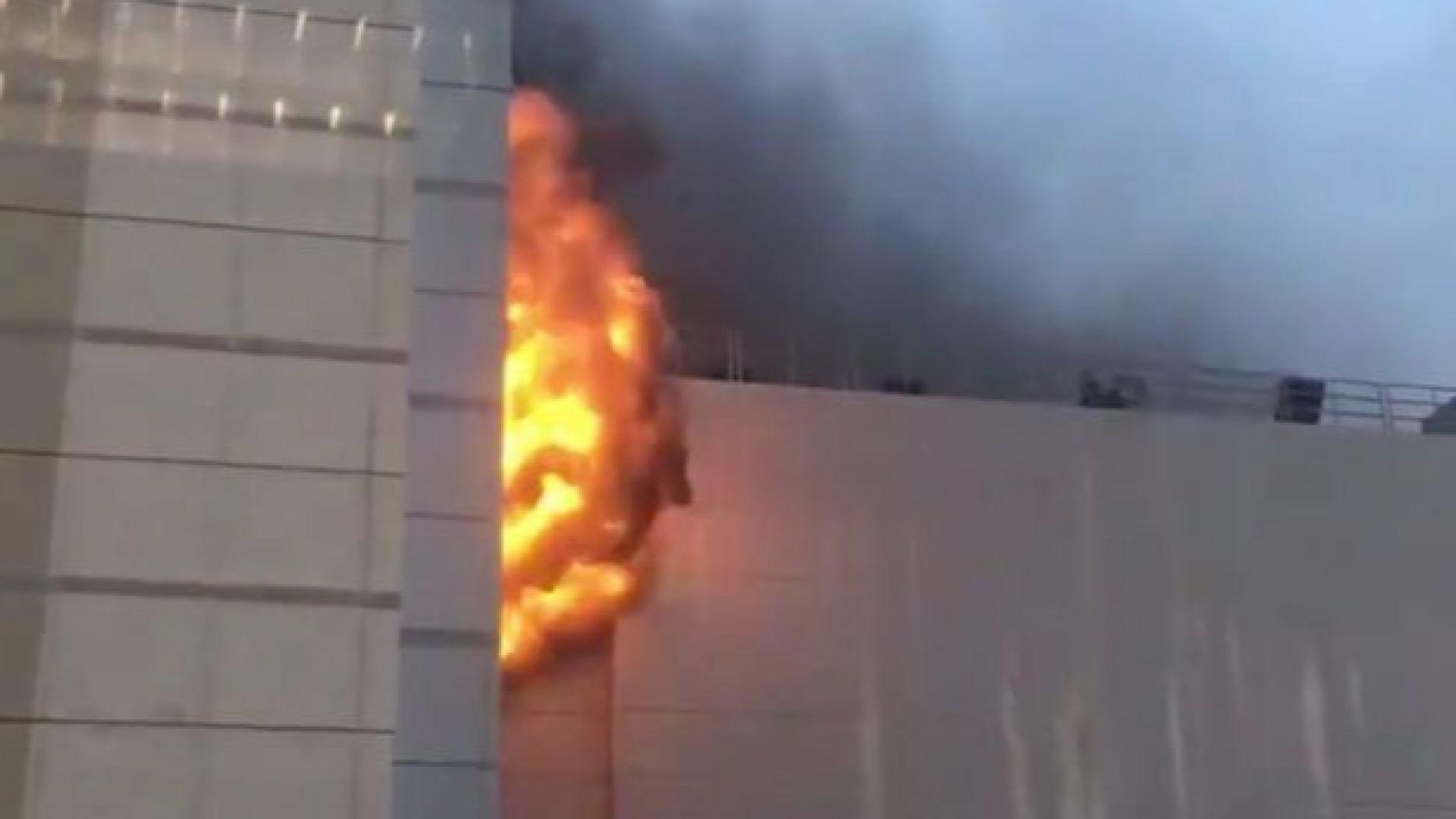 Най-малко трима загинали при голям пожар в тайландския Световен търговски център