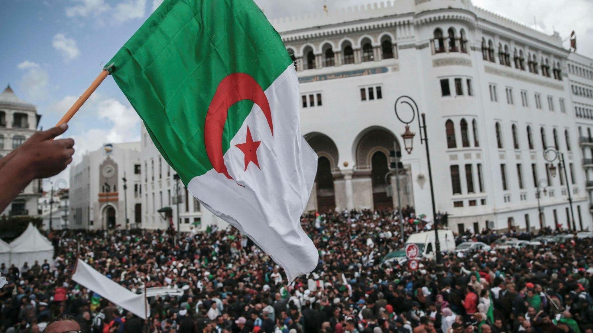 Алжир насрочи президентски избори на 4  юли