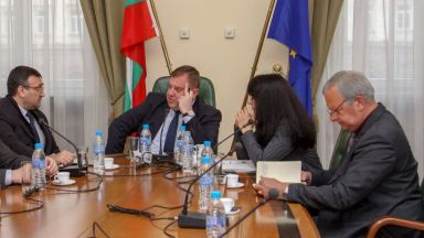 Каракачанов за кризата в Габрово: Защо кметовете не докладват за приходящи контингенти