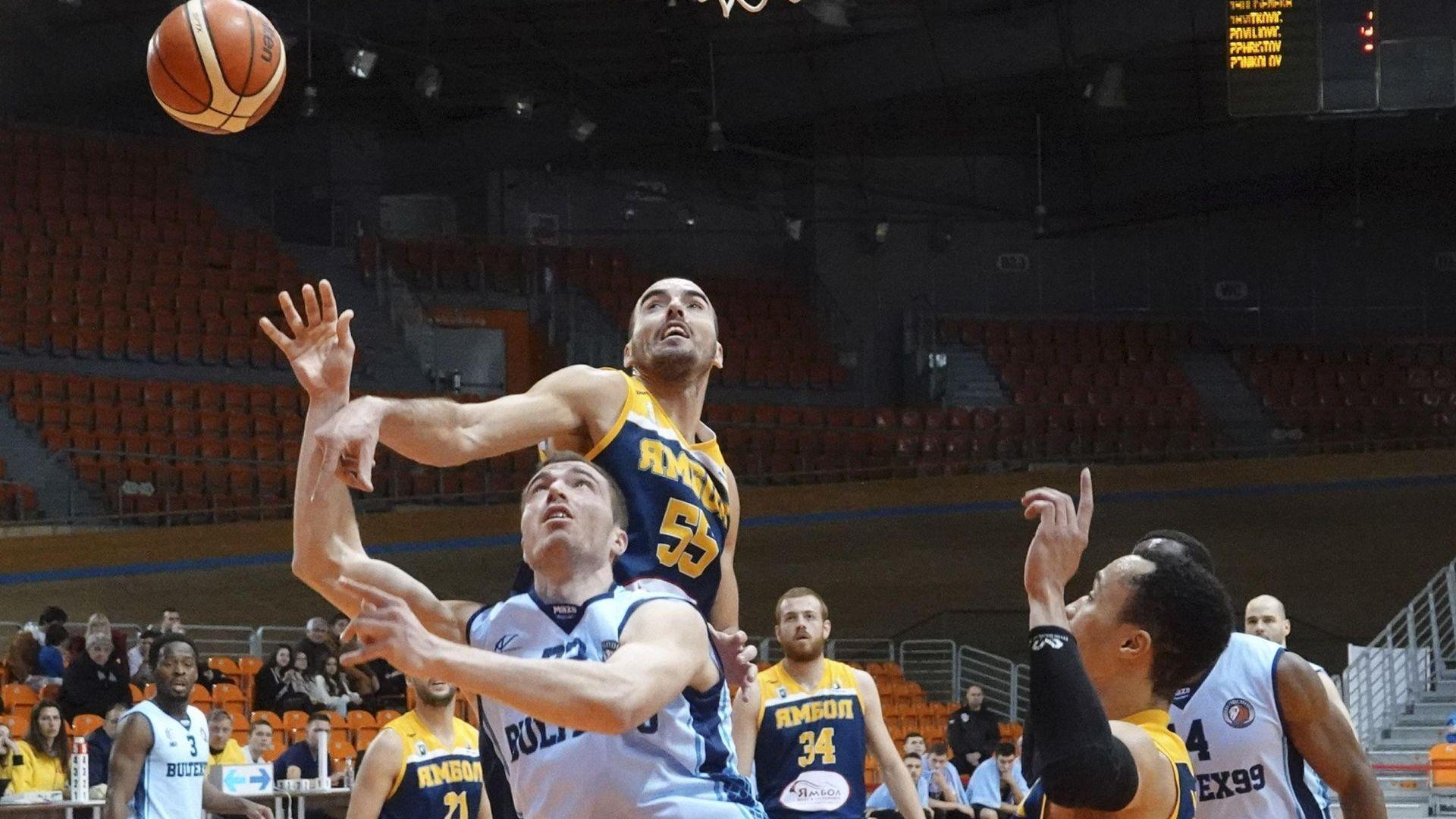 Треньорът на баскетболния Ямбол: На война труповете ги заравят...