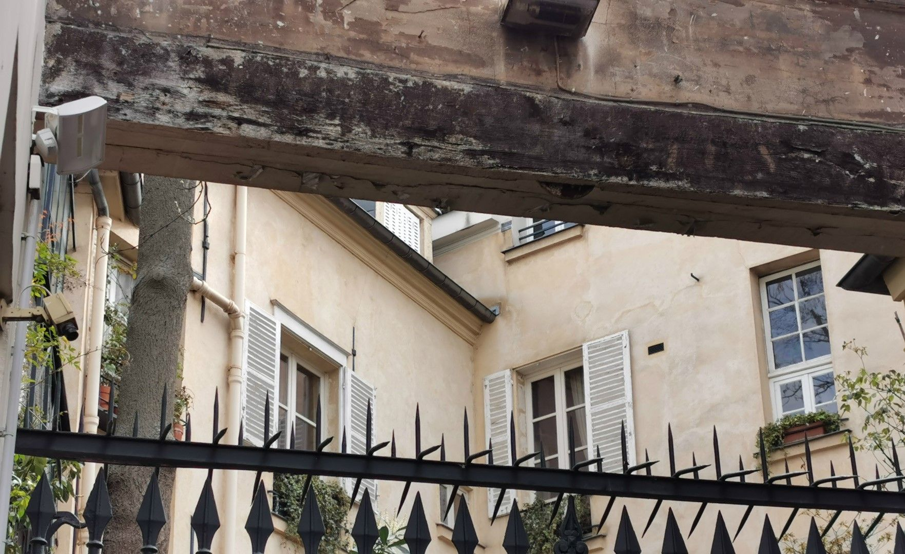 Апартаментът на Джони Деп в Cour de Rohan, Париж