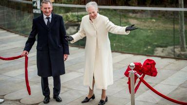 Маргарете II приветства по кралски двойка панди в Копенхаген