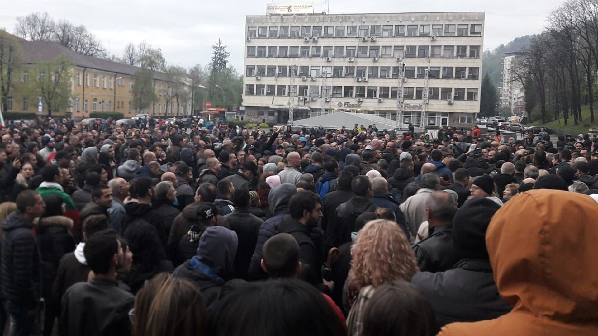 Нов протест в Габрово. Дончев призова: Не се бийте!