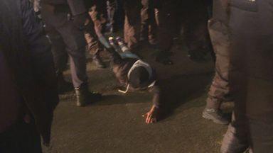 Сблъсъци между протестиращи и жандармерия в Габрово, има ранени