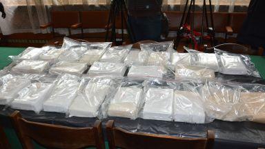 """25 кг кокаин е намерен в сака, изплувал край курорта """"Слънчев ден"""" (снимки)"""